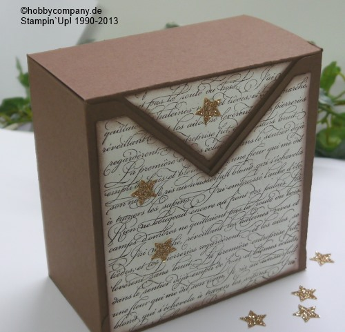 Eine große Box mit dem Stanz-und Falzbrett für Umschläge gemacht