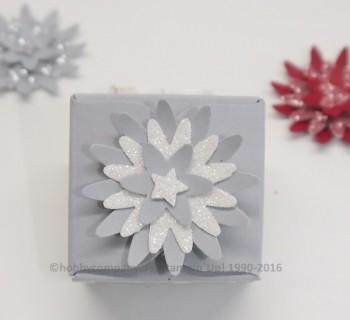 Stanze dreierlei Blüten